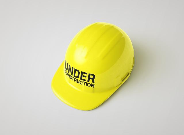 Helm untuk melindungi kepala dari benda keras yang jatuh