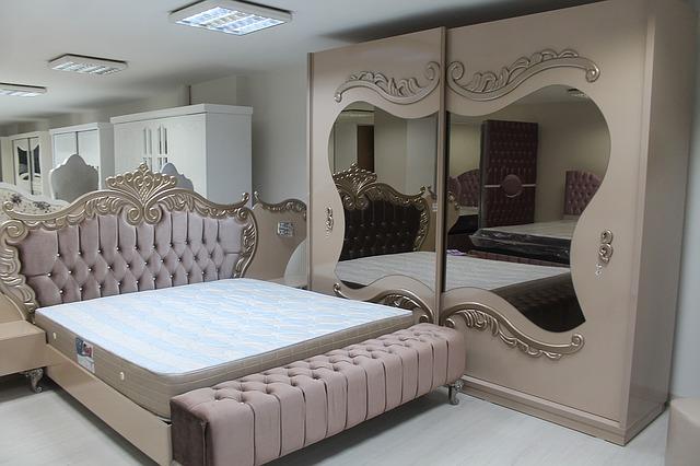 Lulusan Jurusan Desain Interior bisa menjadi produsen produk furniture