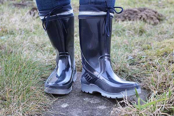Sepatu boot untuk keselamatan kaki