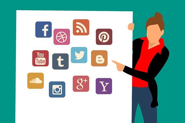 Meningkatkan pengunjung website dnegan berinteraksi di Media Sosial