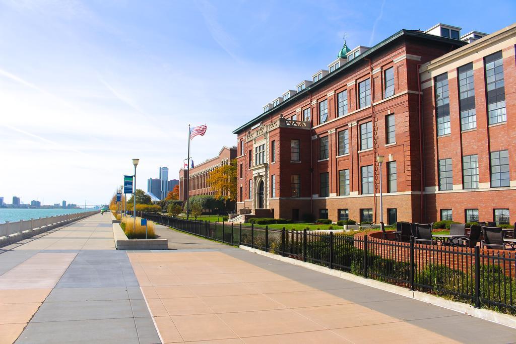 Hotel tertua dunia - Hotel Roberts Riverwalk,