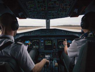 sekolah penerbangan indonesia